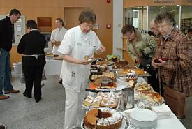 Kuchenbacken für KUNO bei den Barmherzigen Brüder